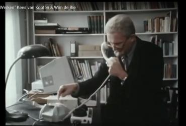 Kees van Kooten en Wim de Bie waren hun tijd al ver vooruit (sketch uit 1986)